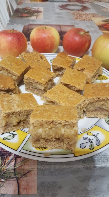 Almás pite (teljes kiőrlésű tönkölyliszt)